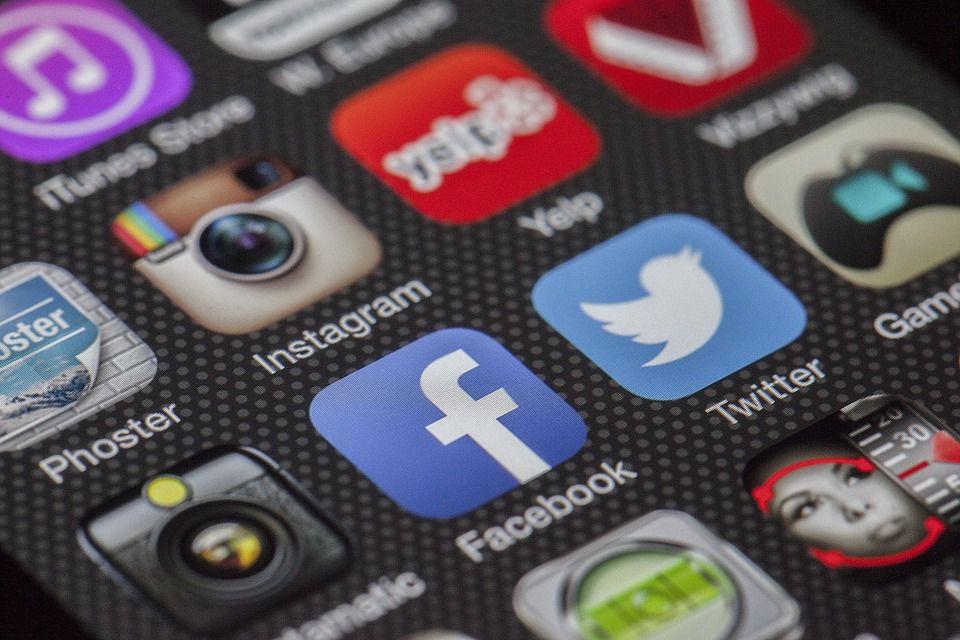 Différence entre médias sociaux et réseaux sociaux