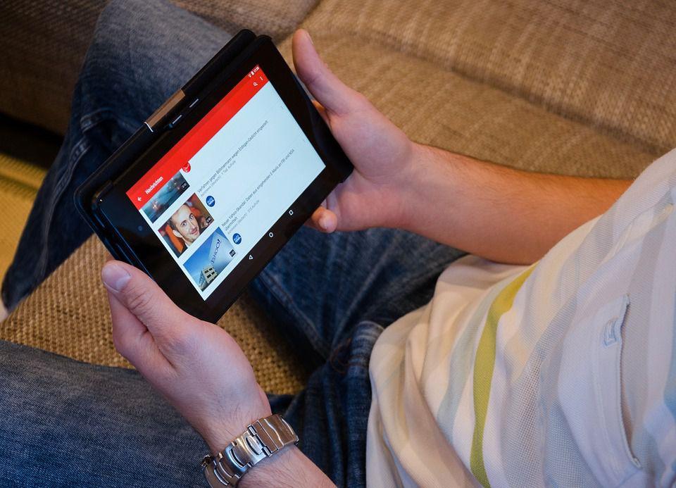 Médias sociaux et réseaux sociaux