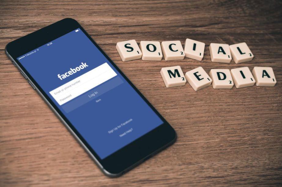 les médias sociaux comme outil de communication